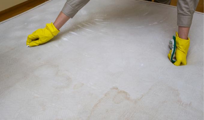 2 mezclas efectivas para blanquear tu colchón y almohadas sin usar cloro